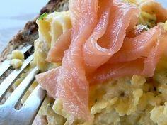 Sendvič od dimljenog lososa i jaja