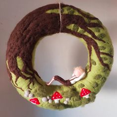 Door Wreath-Waldjunge 2019 Door Wreath-Waldjunge -Straw wreath wrapped and felted with sheep wool -CA 32 cm diameter -Filzjunge CA 13 cm Large -customizable Made with love The post Door Wreath-Waldjunge 2019 appeared first on Wool Diy. Straw Wreath, Felt Wreath, Ornament Wreath, Nuno Felting, Needle Felting, Felt Crafts, Diy And Crafts, Felt Christmas, Christmas Door