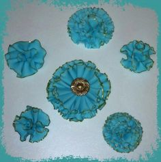 couture cakes by rose: ruffle flowers click link :  part 1-  http://www.youtube.com/watch?v=-ozAbOR5Bds=g-upl part 2 -  http://www.youtube.com/watch?v=O1HM-Zm1vQE=g-upl