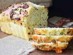 Αλμυρό κέικ με μπέικον και τυρί τσένταρ