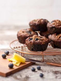 Blueberry Muffins Freshly baked blueberry muffins fill the house with their beautiful aroma in the morning. They make a handy portable meal for busy mornings on the go. Suitable for Phase 1 Semi Restricted on the SIBO Bi-Phasic Diet. Moist Blueberry Muffins, Healthy Muffins, Blue Berry Muffins, Breakfast On The Go, Perfect Breakfast, Fodmap Recipes, Fodmap Foods, Diet Recipes, Fodmap Diet