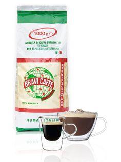 Bravi Caffe Arabica 1kg  Bravi Caffè arabica: 1kg Een koffie soort met een laag cafeïne gehalte en een laag plantaardig vet niveau. Bravi Caffè wordt in veel Italiaanse koffie bars geschonken en stamt uit 1952.Bravi Caffè arabica kenmerkt zich door een volle smaak maar zonder bitter zuur of sterk aan te voelen. De nasmaak is subliem een echte Romeinse koffiesmaak! De kleur is grijs/bruin dit zie je ook goed als je naar het residu kijkt Met de juiste afstelling van je apparaat kun je een…