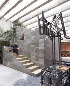 Una casa de aires brutalistas en México que rezuma creatividad · A brutalist home in Mexico