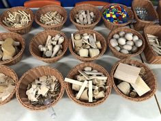 Loose parts ignite curiosity – Childcare Reggio Emilia Classroom, Reggio Inspired Classrooms, Eyfs Classroom, Outdoor Classroom, Play Based Learning, Learning Through Play, Early Learning, Learning Stories, Curiosity Approach Eyfs
