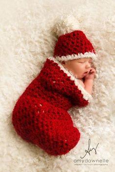 Sleeping in a christmas stocking // Dormir dans un bas de Noël