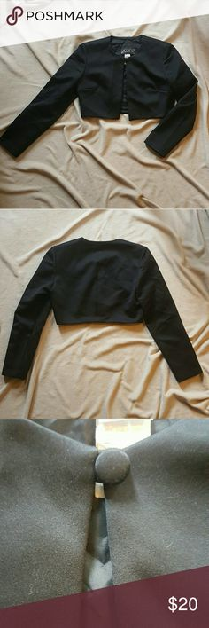 Alex Evenings Black Crop Blazer Jacket Alex Evenings. Black crop blazer jacket. Size small. Used. Fair condition. Slightly worn. Pair this  cute number with a silky tank and some skinny jeans and your ready to dance, party, hit the town, or date night. Alex Evenings Jackets & Coats Blazers