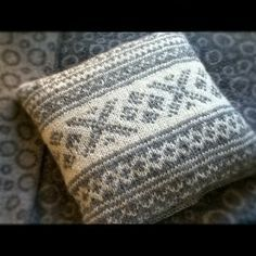 Knitted pillow case with traditional norwegian pattern - fair isle knittings Crochet Cushions, Tapestry Crochet, Knit Or Crochet, Norwegian Knitting, Knit Pillow, Fair Isle Knitting, Knitting Accessories, Christmas Knitting, Knitted Blankets