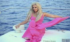 مادلين مطر تتألق باللون الوردي في أحدث…: تألقت الفنانة اللبنانية مادلين مطر، في أحدث جلسة تصوير لها، وظهرت خلال الصور ترتدي فستانًا وردي…