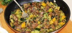 Ha egy könnyű ebédre vágysz - 8 cukkinis étel, amiben nem fogsz csalódni - Receptneked.hu - Kipróbált receptek képekkel Sin Gluten, Meat Recipes, Healthy Recipes, Meat Meals, Fried Rice, Curry, Food And Drink, Menu, Tasty