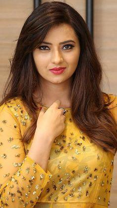 Top 50 Desi Look Women Wallpapers Beautiful Blonde Girl, Beautiful Girl Photo, Beautiful Girl Indian, Most Beautiful Indian Actress, Most Beautiful Faces, Cute Beauty, Beauty Full Girl, Beauty Women, Beautiful Bollywood Actress