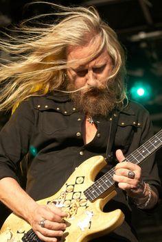 Jerry Cantrell (Tacoma, Washington, 18 maart 1966) is de gitarist, zanger en songwriter van de grungeband Alice in Chains.