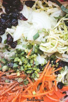 Coleslaw, czyli sałatka z surowej kapusty, dzięki swojej zagranicznej nazwie kojarzy się ze Stanami Zjednoczonymi, morzem majonezu, frytkami i fast foodami. Tymczasem jej historia ma ponad 300 lat i zaczyna się w... Holandii.  Surówkacolesla[...]