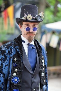 Steampunk man in blue. Compliment your quirky Steampunk style at… Steampunk Glasses, Chat Steampunk, Mode Steampunk, Style Steampunk, Steampunk Cosplay, Steampunk Wedding, Victorian Steampunk, Steampunk Clothing, Steampunk Fashion Men