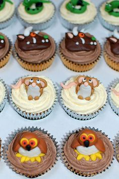 How amazing do these Gruffalo cakes look? A lovely activity to do with the little ones this Easter School Cupcakes, Cute Cupcakes, Gruffalo Party, Yummy Treats, Sweet Treats, Thomas Cakes, Beautiful Birthday Cakes, Animal Cakes, Party Food And Drinks