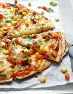Freezer friendly and super fast! Using flatbread as the base which are cheaper than buying pizzas bases and bake crisp. Make Ahead Meals, Freezer Meals, Quick Meals, Pizza Recipes, Healthy Dinner Recipes, Mexican Food Recipes, Flatbread Recipes, Mexican Dishes, Healthy Foods