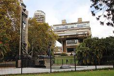 Monumento a Eva Perón. Em 17 de Julho de 1952, enquanto Evita estava morrendo, o Congresso argentino aprovou a Lei 14.124, que autoriza a construção de um monumento dedicado ao trabalhador. Turismo Buenos Aires.