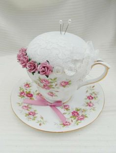 Tea Cup Crafts 'Garden Party' Vintage Tea Cup and Saucer Pin Cushion Shabby Chic Crafts, Vintage Crafts, Hobbies And Crafts, Diy And Crafts, Cup And Saucer Crafts, Floating Tea Cup, Vintage Cups, Vintage Tea, Teacup Crafts