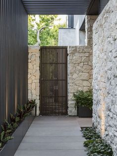 Awesome Landscape Architecture Will Make Your Home a Luxury Modern Landscaping, Outdoor Landscaping, Patio Design, Garden Design, Modern Farmhouse Interiors, Tropical Houses, Architect Design, Modern House Design, Landscape Architecture
