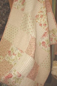 I really love this quilt and also the ruffle-like fabric..just ... : shabby chic baby quilt - Adamdwight.com