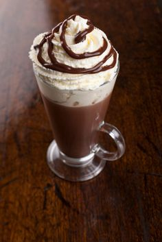 """'Adult' Hot Chocolate with Baileys, Kahlua & Amaretto. To feel """"warm"""" on cold nights or mornings. No judgement Read Recipe by kamidc Spiked Hot Chocolate, Hot Chocolate Bars, Hot Chocolate Recipes, Chocolate Milkshake, Christmas Drinks, Holiday Drinks, Holiday Recipes, Party Drinks, Cocktails"""