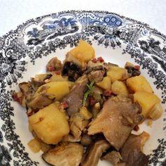 Patatas guisadas con setas y jamón - Olor a hierbabuena Patatas Guisadas, Potato Salad, Pork, Chicken, Sweet, Ethnic Recipes, Arrows, Meals, Vegetables Garden