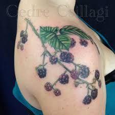 Cedre Csillagi's art focuses on botanicals, space and painting duplications and food tattoos. Food Tattoos, Vine Tattoos, Leaf Tattoos, Blackberry Tattoo, Fruit Tattoo, Botanical Tattoo, Hand Poke, Cool Tats, Custom Tattoo