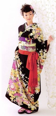 This is such a beautiful kimono. I wish my yukata was darker colors instead of pink and blue.