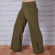 Handcrafted from 100% recycled PET fleece, these luxe jewel-toned fleece lotus pants features lovely lotus embroidery on the leg and waistband and supreme softness, to take you through the chillier seasons in unique and cozy style!