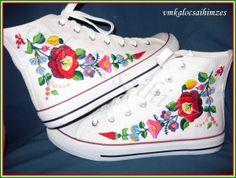 T. Nikoletta kalocsai mintás kézzel hímzett cipő #vmkalocsai #cipő #hímzés #embroyder #handmade