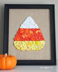 Candy Corn Button Art: Eat your candy corn and craft it too! This cute candy corn craft doubles as an adorable Halloween decoration. Find more easy DIY Halloween indoor and outdoor decor and decoration ideas for your home here. Diy Halloween, Dollar Store Halloween, Easy Halloween Decorations, Halloween Crafts To Sell, Halloween Centerpieces, Wedding Decorations, Autumn Decorations, Halloween Displays, Halloween Desserts