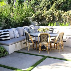 Cozy Corner || Sunshine #completedproject #californiastyle #builtinbench #exteriordesign #californiagarden