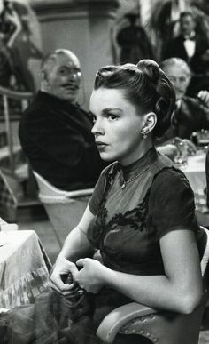 "ohmygarlands: ""Judy Garland as Veronica Fisher in In The Good Old Summertime, Vintage Hollywood, Hollywood Glamour, Hollywood Stars, Classic Hollywood, Vintage Movie Stars, Vintage Movies, The Artist Movie, Actor John, Judy Garland"