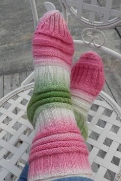 socks and the mojo sock that fits (better) Knitting Patterns Free, Knit Patterns, Free Knitting, Free Pattern, Knitting Machine, Baby Hats Knitting, Knitting Socks, Knitting Scarves, Crochet Socks