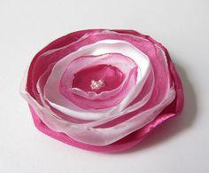 Anstecker Satin-Organza-Blüte pink von soschoen auf DaWanda.com