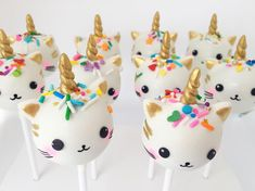 So are they Unicats or Caticorns?! Either way I'm getting requests for them so I guess they must be 'a thing'!! #cakepops #unicat #caticorn #cutefood