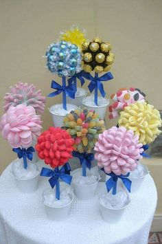 Buy small cake cases to match colour scheme instead of brown cases on Ferrero roche Wedding sweet trees Candy Party, Party Favors, Buffet Party, Candy Trees, Candy Topiary, Candy Centerpieces, Quinceanera Centerpieces, Wedding Centerpieces, Sweet Carts