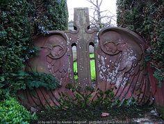 Art Nouveau gravestone (C) Alastair Seagroatt :: Geograph Britain and Ireland