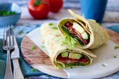 10x gezond ontbijtje - Chickslovefood Blt Wrap, Omelet, Lunches, Love Food, Breakfast Recipes, Bacon, Sandwiches, Recipies, Food Porn