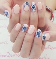 Tile-inspired nail design
