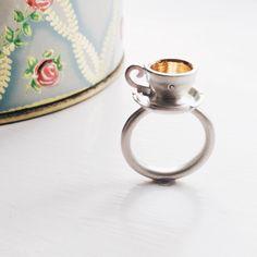 En klassiker fra mit værksted! Thekopring i sølv med forgyldning og en lille brillant... #timefortea #thekopring #teacupring #sølv #silver #diamant #diamond