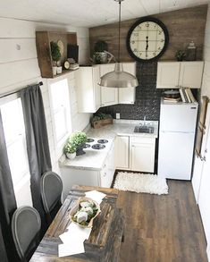 45 Classy Tiny House 2019 with Rustic Farmhouse Style - Small Tiny House, Tiny House Living, Tiny House Design, Small Living, Tiny House Family, Tiny Spaces, Small Apartments, Tyni House, Small Kitchen Organization