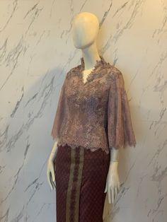 Kebaya Modern Hijab, Dress Brokat Modern, Model Kebaya Modern, Kebaya Hijab, Kebaya Muslim, Model Dress Kebaya, Beautiful Gown Designs, Traditional Dresses, Myanmar Traditional Dress