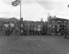 All sizes | Canadian and British prisoners of war awaiting liberation by the landing party from HMCS Prince Robert, Hong Kong / Prisonniers de guerre canadiens et britanniques attendant d'être libérés par l'équipage du NCSM Prince Robert, Hong Kong | Flickr - Photo Sharing!