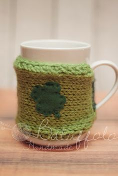 A good and happy new year with a lot of luck! Cup cover with shamrock Batuffolo Handmade