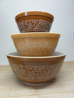 pyrex bowls...I have a set of just like these was given to me 30 yrs ago for a wedding gift... Use them alot.... jh