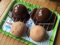 Čokoládové polokoule se sušenkovým pukem Cheesecake, Pudding, Breakfast, Food, Morning Coffee, Cheesecakes, Custard Pudding, Essen, Puddings