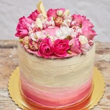 Ombre cake with floral wreath by Sweet and Zuzi