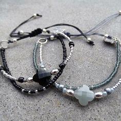 NIEUW || www.ngdesign.nl Hoe leuk zijn deze subtiele 'clover' armbandjes gemaakt van diverse mini kraaltjes en afgewerkt met een prachtige klaver facet kraal?!