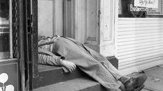 Asleep - Vivian Maier, street photography, sleeping on stairs