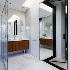 Floriipic (@floriipic) • Fotos y vídeos de Instagram Bathroom Lighting, Oversized Mirror, Instagram, Furniture, Home Decor, Bathroom Light Fittings, Bathroom Vanity Lighting, Decoration Home, Room Decor